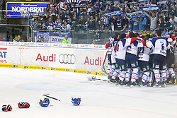 22.04.2015, Saturn Arena, Ingolstadt, GER, DEL, ERC Ingolstadt vs Adler Mannheim, Playoff, Finale, 6. Spiel, im Bild Meisterfreude der Mannheimer // during Germans DEL Icehockey League 6th final match between ERC Ingolstadt and Adler Mannheim at the Saturn Arena in Ingolstadt, Germany on 2015/04/22. EXPA Pictures © 2015, PhotoCredit: EXPA/ Eibner-Pressefoto/ Strisch<br /> <br /> *****ATTENTION - OUT of GER*****