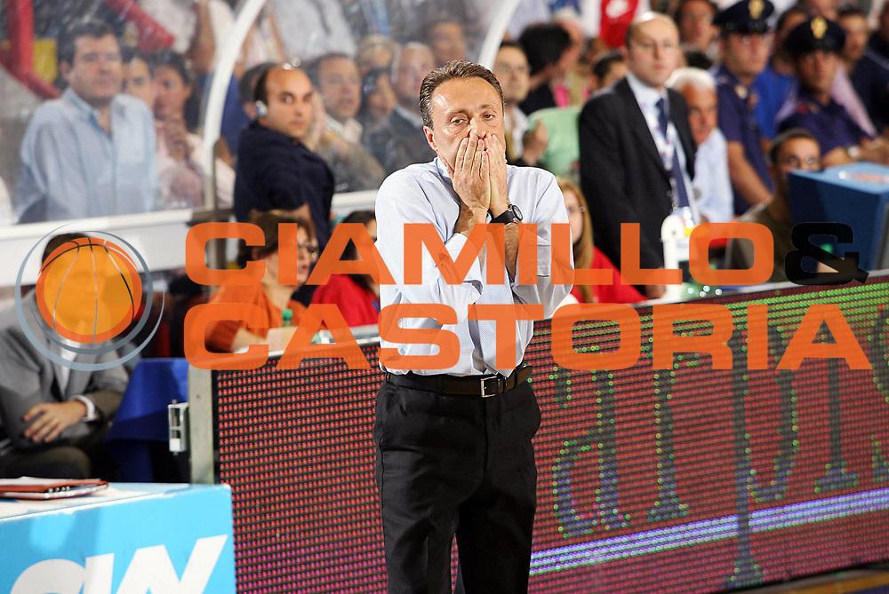 DESCRIZIONE : Napoli Lega A1 2005-06 Play Off Semifinale Gara 4 Carpisa Napoli Climamio Fortitudo Bologna <br /> GIOCATORE : Bucchi<br /> SQUADRA : Carpisa Napoli <br /> EVENTO : Campionato Lega A1 2005-2006 Play Off Semifinale Gara 4 <br /> GARA : Carpisa Napoli Climamio Fortitudo Bologna <br /> DATA : 09/06/2006 <br /> CATEGORIA : Delusione<br /> SPORT : Pallacanestro <br /> AUTORE : Agenzia Ciamillo-Castoria/S.Silvestri