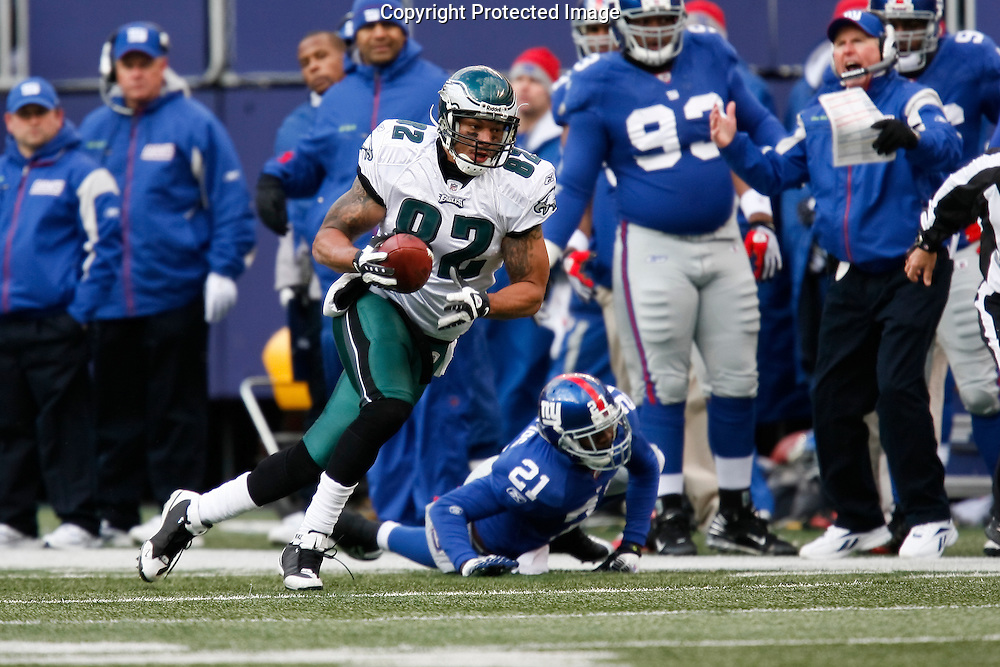 7 Dec 2008: Philadelphia Eagles tight end L.J. Smith #82 runs down the sideline during the game against the New York Giants on December 7th, 2008. The Eagles won 20-14 at Giants Stadium in East Rutherford, New Jersey.