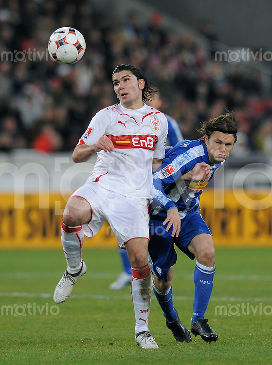 Fussball 1. Bundesliga :  Saison   2009/2010   15. Spieltag   05.12.2009 VfB Stuttgart - VfL Bochum  Serdar Tasci  (li, VfB) gegen  Zlatko Decic (Bochum)