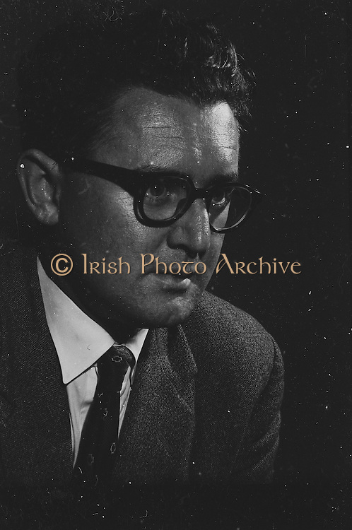 """Gael Linn.Pictured at the rehearsals is Niall Toibin who is taking part in the Gael Linn production Sean Ó Riada's """"Spailpin a Ruin"""" premiere at Damer Theatre, Stephen's Green as part of the International Theatre Festival.08.09.1960."""