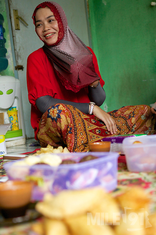 Asma Yunidar runs her own snack business, making pasties, donuts, crisps and other snacks from her small home kitchen. <br /> <br /> After attending the business training she learnt how to keep her books accurately and she has now realised she earns more than her husband.