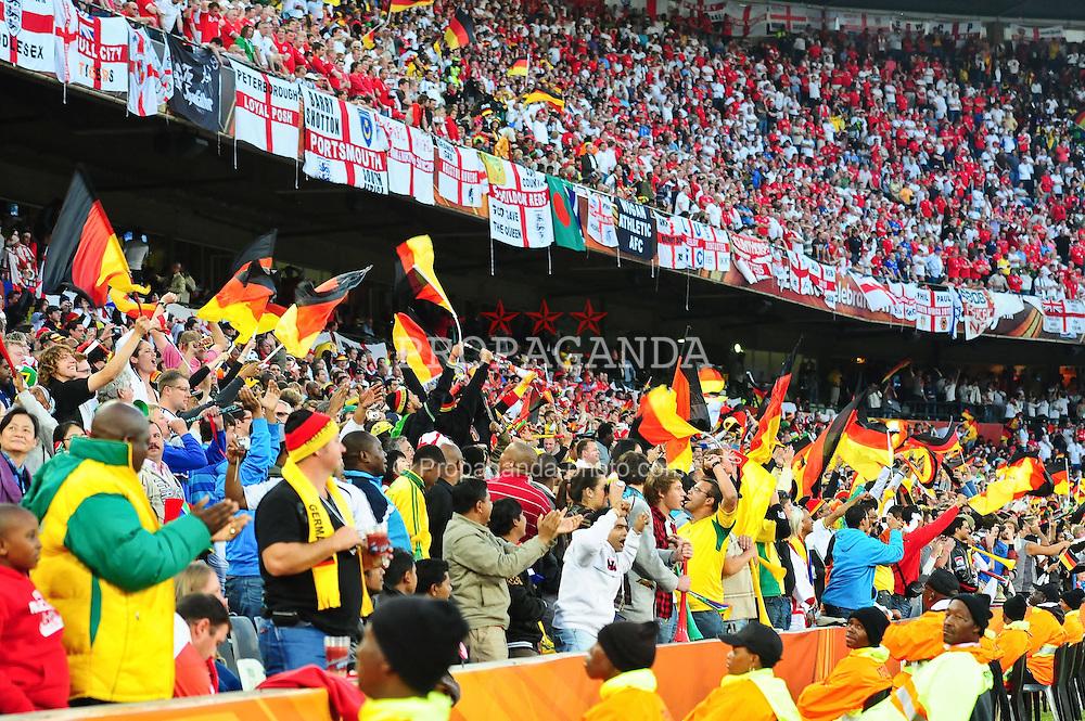 25.06.2010, Free State-Stadion, Bloemfontein, RSA, FIFA WM 2010, Germany (GER ) vs England (GB)., im  Bild  Fans jubeln     EXPA Pictures © 2010, PhotoCredit: EXPA/ nph/  Kokenge