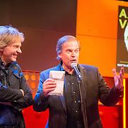 NLD/Amsterdam/20150925 - Boekpresentatie Charles Aznavour - Matthijs van Nieuwkerk, uitgereikt door Ivo Niehe