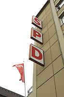 17 AUG 2004, BERLIN/GERMANY:<br /> SPD Schriftzug und Fahne, Kurt-Schuhmacher-Haus, Geschaeftsstelle des SPD Landesverbandes Berlin, Muellerstrasse, Berlin-Wedding<br /> IMAGE: 20040817-02-006<br /> KEYWORDS: Geschäftsstelle, Landesverband