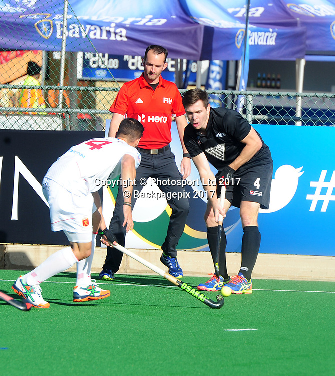 Nick Haig of New Zealand challenged by Ricardo Santana of Spain during 2017 Hockey World League Men Semi Final game between Spain and New Zealand at Wits Hockey Fields in Parktown on 17 July 2017 ©Aubrey Kgakatsi/BackpagePix / www.photosport.nz