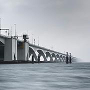 Zeelandbrug of Oosterscheldebrug, verbinding Noord Beveland met Schouwen Duiveland