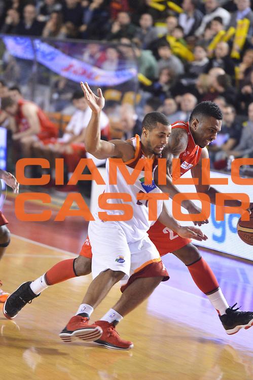 DESCRIZIONE : Roma Lega A 2012-13 Acea Roma EA7 Emporio Armani Milano<br /> GIOCATORE : Jordan Taylor<br /> CATEGORIA : equilibrio fallo<br /> SQUADRA : Acea Roma<br /> EVENTO : Campionato Lega A 2012-2013 <br /> GARA :  Acea Roma EA7 Emporio Armani Milano<br /> DATA : 17/02/2013<br /> SPORT : Pallacanestro <br /> AUTORE : Agenzia Ciamillo-Castoria/GiulioCiamillo<br /> Galleria : Lega Basket A 2012-2013  <br /> Fotonotizia : Roma Lega A 2012-13 Acea Roma EA7 Emporio Armani Milano<br /> Predefinita :