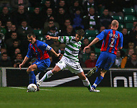 Photo: Andrew Unwin.<br />Glasgow Celtic v Inverness Caledonian Thistle. Bank of Scotland Scottish Premier League. 18/11/2006.<br />Inverness' Russell Duncan (L) looks to go past Celtic's Shaun Maloney (C).