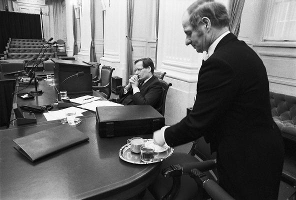Nederland, Den Haag, 16-10-1988De plenaire vergaderzaal van de oude tweede, 2e kamer. Minister Deetman van onderwijs tijdens de behandeling van zijn begroting.Foto: Flip Franssen/Hollandse Hoogte