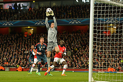 19.02.2014, Emirates Stadion, London, ENG, UEFA CL, FC Arsenal vs FC Bayern Muenchen, Achtelfinale, im Bild Arsenal's Wojciech Szczesny makes, save // Arsenal's Wojciech Szczesny makes, save during the UEFA Champions League Round of 16 match between FC Arsenal and FC Bayern Munich at the Emirates Stadion in London, Great Britain on 2014/02/19. EXPA Pictures © 2014, PhotoCredit: EXPA/ Mitchell Gunn<br /> <br /> *****ATTENTION - OUT of GBR*****