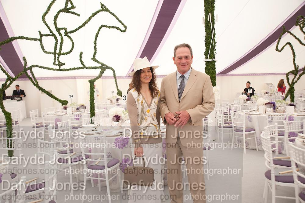 DAWN JONES; TOMMY LEE JONES<br /> Cartier International Polo. Guards Polo Club. Windsor Great Park. 25 July 2010. -DO NOT ARCHIVE-© Copyright Photograph by Dafydd Jones. 248 Clapham Rd. London SW9 0PZ. Tel 0207 820 0771. www.dafjones.com.