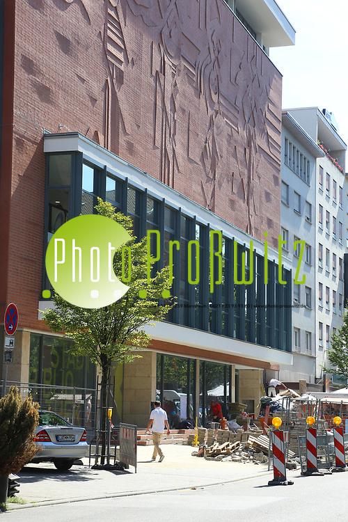 Ludwigshafen. 23.08.17 | Stadtbibliothek er&ouml;ffnet nach Sanierung<br /> Innenstadt. Stadtbibliothek. Nach Jahrelanger Sanierung, er&ouml;ffnet die B&uuml;cherei ihre Pforten. Begehung vor der Wiederer&ouml;ffnung.<br /> <br /> <br /> BILD- ID 0504 |<br /> Bild: Markus Prosswitz 23AUG17 / masterpress (Bild ist honorarpflichtig - No Model Release!)