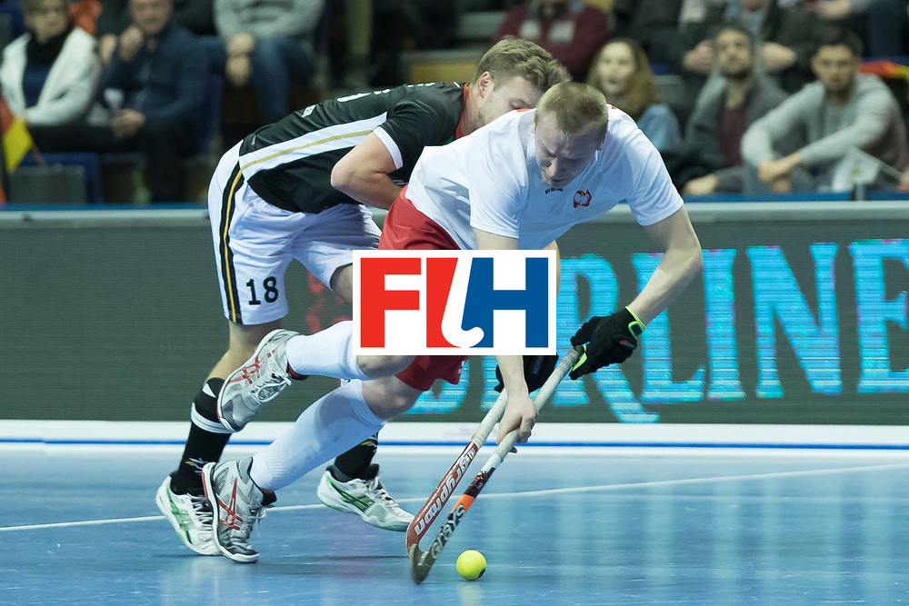 Hockey, Seizoen 2017-2018, 08-02-2018, Berlijn,  Max-Schmelling Halle, WK Zaalhockey 2018 MEN, Poland - Germany 3-6, MAKOWSKI Krystian (POL) en WEINKE Ferdinand (GER).