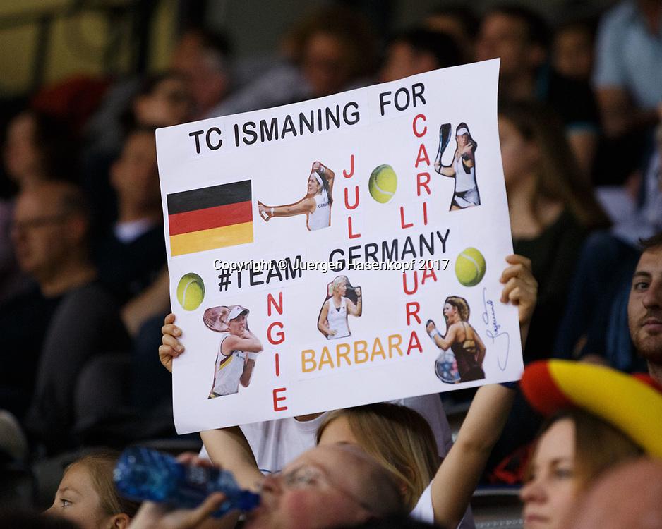 GER-UKR, Deutschland - Ukraine, <br /> Porsche Arena, Stuttgart, internationales ITF  Damen Tennis Turnier, Mannschafts Wettbewerb,<br /> deutsche Fans, Zuschauer auf der Tribuene,