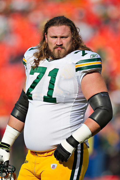 KANSAS CITY, MO - DECEMBER 18:   Josh Sitton #71 of the Green Bay Packers warms up before a game against the Kansas City Chiefs at Arrowhead Stadium on December 18, 2011 in Kansas CIty, Missouri.  The Chiefs defeated the Packers 19-14.   (Photo by Wesley Hitt/Getty Images) *** Local Caption *** Josh Sitton