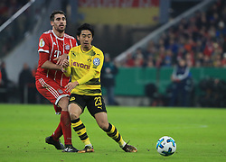 MUNICH, Dec. 21, 2017  Bayern Munich's Javi Martinez (L) vies with Dortmund's Shinji Kagawa during a German Cup 3rd round match between Bayern Munich and Borussia Dortmund, in Munich, Germany, on Dec. 20, 2017. Bayern Munich won 2-1 and advanced into quaterfinals. (Credit Image: © Philippe Ruiz/Xinhua via ZUMA Wire)
