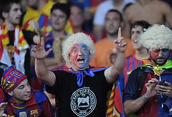 FUSSBALL   UEFA SUPER CUP 2011  26.08.2011 FC Barcelona - FC Porto Die Fans des FC Barcelona feiern den gewinn des UEFA Super Cup.