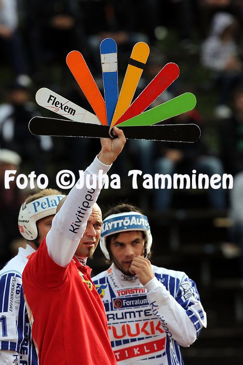 9.8.2011, Pihkala, Hyvink??..Superpesis 2011, 2. puoliv?lier?, Hyvink??n Tahko - Vimpelin Veto..Pelinjohtaja Miika Rantatorikka - ViVe.