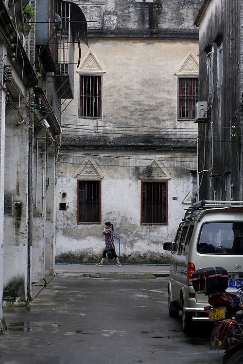 Dans le vieux Zhongshan, quelques facades anciennes subsistent de ce qui était la ville du Docteur Sun Yat-sen père de la république chinoise de 1911 dont l'anniversaire sera célébré l'année prochaine.