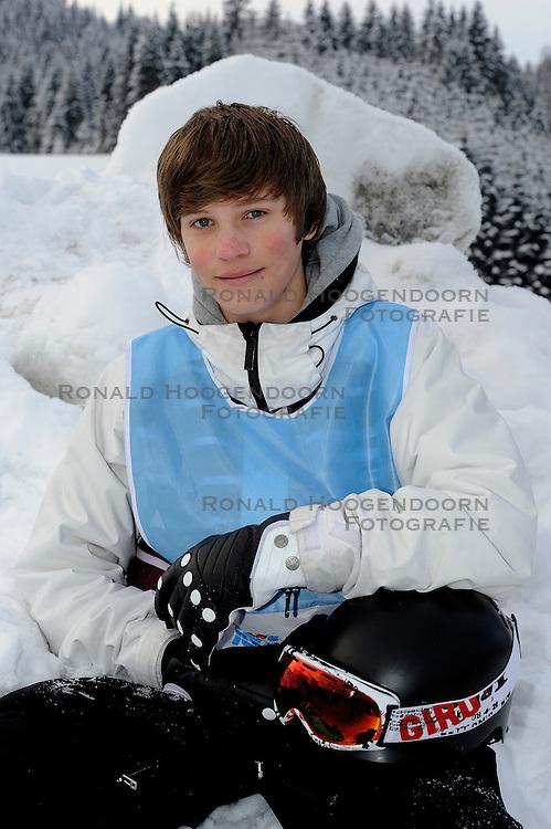 21-01-2011 ALGEMEEN: WINTERSPORTKAMP BVDGF: FLACHAU<br /> Het Wintersportkamp 2011 is een kamp voor 40 kinderen met diabetes type 1 in de leeftijd van 12 t/m 16 jaar  / Ambassadeur Olen Rosier<br /> &copy;2011-WWW.FOTOHOOGENDOORN.NL