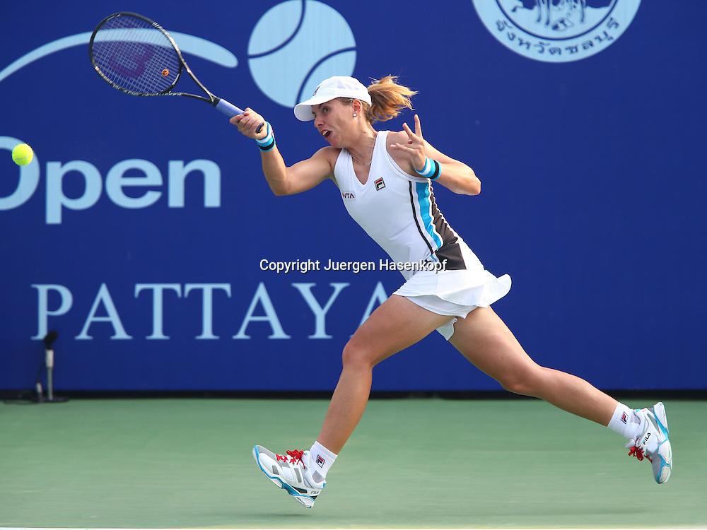 PTT Pattaya Open 2011,WTA Tennis Turnier,International Series, Dusit Resort in Pattaya,Thailand,Marina Erakovic (NZL),Aktion,Einzelbild,.Ganzkoerper,Querformat,