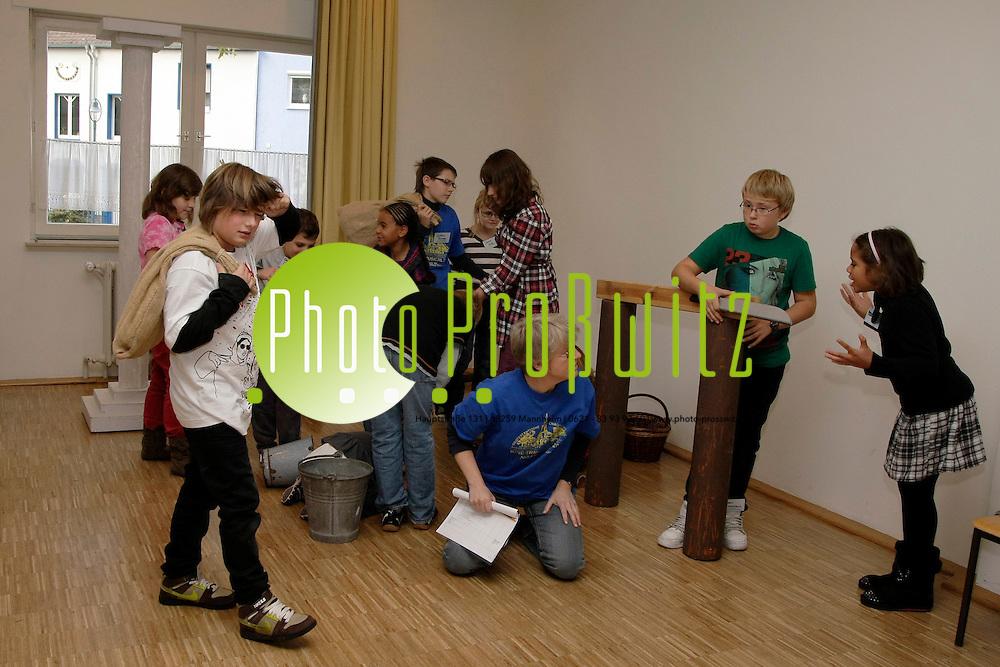 Ludwigshafen. Mundenheim. Christuskirche. Proben zu Musical Mose<br /> <br /> <br /> Bild: Markus Proflwitz / masterpress /  <br /> <br />  *** Local Caption *** masterpress Mannheim - Pressefotoagentur<br /> Markus Proflwitz<br /> Hauptstrafle 131<br /> 68259 MANNHEIM<br /> +49 621 33 93 93 60<br /> info@masterpress.org<br /> Commerzbank<br /> BLZ 67080050 / KTO 0650687000<br /> DE221362249