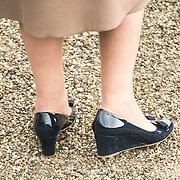 NLD/Apeldoorn/20190402 - Beatrix opent tentoonstelling The Garden of Earthly Worries , Zwarte sleehak schoenen prinses Beatrix
