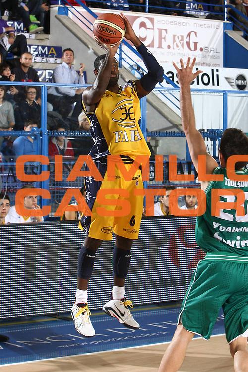 DESCRIZIONE : Porto San Giorgio Lega A 2010-11 Fabi Montegranaro Benetton Treviso<br /> GIOCATORE : Bobby Jones<br /> SQUADRA : Fabi Montegranaro<br /> EVENTO : Campionato Lega A 2010-2011<br /> GARA : Fabi Montegranaro Benetton Treviso<br /> DATA : 31/10/2010<br /> CATEGORIA : tiro<br /> SPORT : Pallacanestro<br /> AUTORE : Agenzia Ciamillo-Castoria/C.De Massis<br /> Galleria : Lega Basket A 2010-2011<br /> Fotonotizia : Porto San Giorgio Lega A 2010-11 Fabi Montegranaro Benetton Treviso <br /> Predefinita :