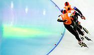 De Nederlandse schaatssters hebben zich zaterdag geplaatst voor de finale op het onderdeel ploegachtervolging. Ireen Wüst, Marrit Leenstra en Jorien ter Mors versloegen in de halve eindstrijd in de Adler Arena het Japanse team met groot gemak: 2.58,43 om 3.10,19. In de finale is later op zaterdag Polen de tegenstander. De Nederlandse schaatsploeg heeft voor het eerst goud gewonnen op het onderdeel ploegachtervolging bij de Olympische Spelen. Sven Kramer, Koen Verweij en Jan Blokhuijsen noteerden in de finale tegen Zuid-Korea een olympisch record: 3.37,71.