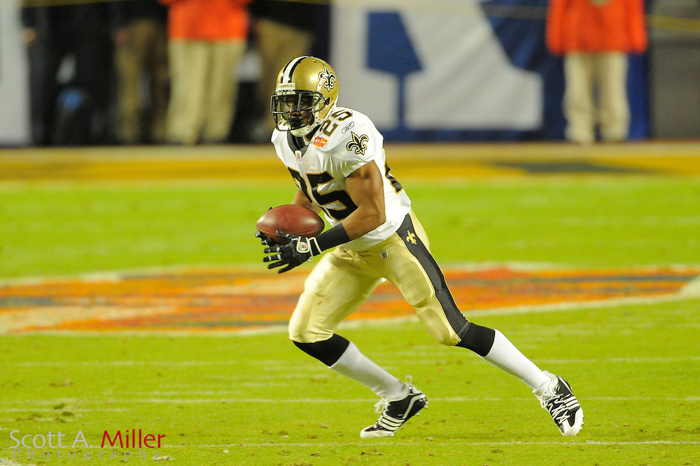 Miami, FL, USA; New Orleans Saints running back Reggie Bush #25 in action during the Saints 31-17 win over the Indianapolis Colts in Super Bowl XLIV at Sun Life Stadium on Feb 7, 2010...©2010 Scott A. Miller