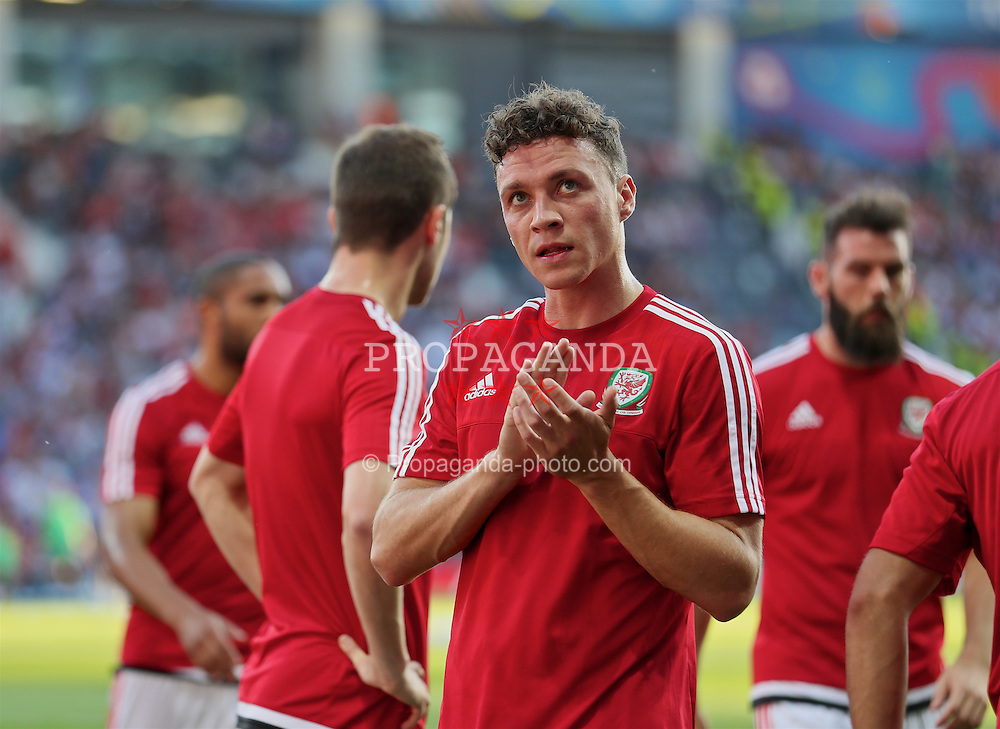 TOULOUSE, FRANCE - Monday, June 20, 2016: Wales' James Chester applauds the supporters as the team warm-up before the final Group B UEFA Euro 2016 Championship match against Russia at Stadium de Toulouse. (Pic by David Rawcliffe/Propaganda)