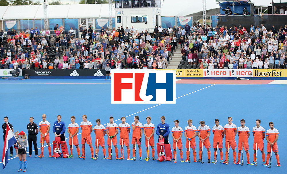 LONDON, ENGLAND - JUNE 25: Netherlands players line up prior to the final match between Argentina and the Netherlands day nine of the Hero Hockey World League Semi-Final at Lee Valley Hockey and Tennis Centre on June 25, 2017 in London, England. (Photo by Steve Bardens/Getty Images)
