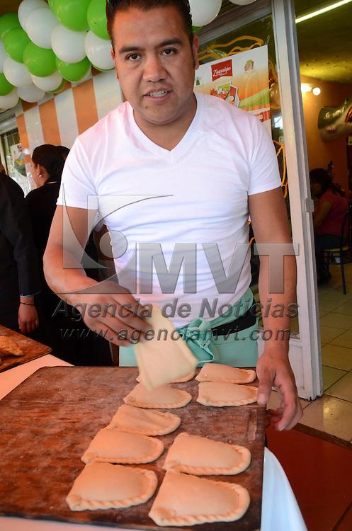 Zinacantepec, México (Agosto 26, 2016).- Por cuarta ocasión se realizo la Feria del Pescado y Marisco en San Luis Mextepec, del 26 al 28 de agosto, ofreciendo una gran variedad de alimentos a los visitantes.  Agencia MVT / José Hernández.