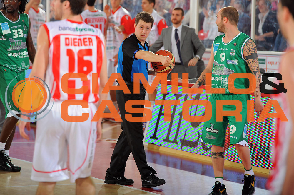 DESCRIZIONE : Teramo Lega A 2010-11 Banca Tercas Teramo Air Avellino<br /> GIOCATORE : Arbitro Referee Martolini<br /> SQUADRA : <br /> EVENTO : Campionato Lega A 2010-2011<br /> GARA : Banca Tercas Teramo Air Avellino<br /> DATA : 27/03/2011<br /> CATEGORIA : ritratto arbitro   <br /> SPORT : Pallacanestro <br /> AUTORE : Agenzia Ciamillo-Castoria/GiulioCiamillo<br /> GALLERIA: Lega Basket 2011 -2011<br /> FOTONOTIZIA: Teramo Basket Serie A 2010-11 Banca Tercas Teramo Air Avellino<br /> PREDEFINITA: