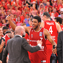 21.06.2015, Brose Arena, Bamberg, GER, Beko Basketball BL, Brose Baskets Bamberg vs FC Bayern Muenchen, Playoffs, Finale, 5. Spiel, im Bild Ryan Thompson (Brose Baskets Bamberg / Mitte) und Co-Trainer Ilias Kantzouris (Brose Baskets Bamberg / links) bejubelt den Sieg gegen den FC Bayern Muenchen und den Gewinn der Deutschen Meisterschaft 2015. // during the Beko Basketball Bundes league Playoffs, final round, 5th match between Brose Baskets Bamberg and FC Bayern Muenchen at the Brose Arena in Bamberg, Germany on 2015/06/21. EXPA Pictures © 2015, PhotoCredit: EXPA/ Eibner-Pressefoto/ Merz<br /> <br /> *****ATTENTION - OUT of GER*****