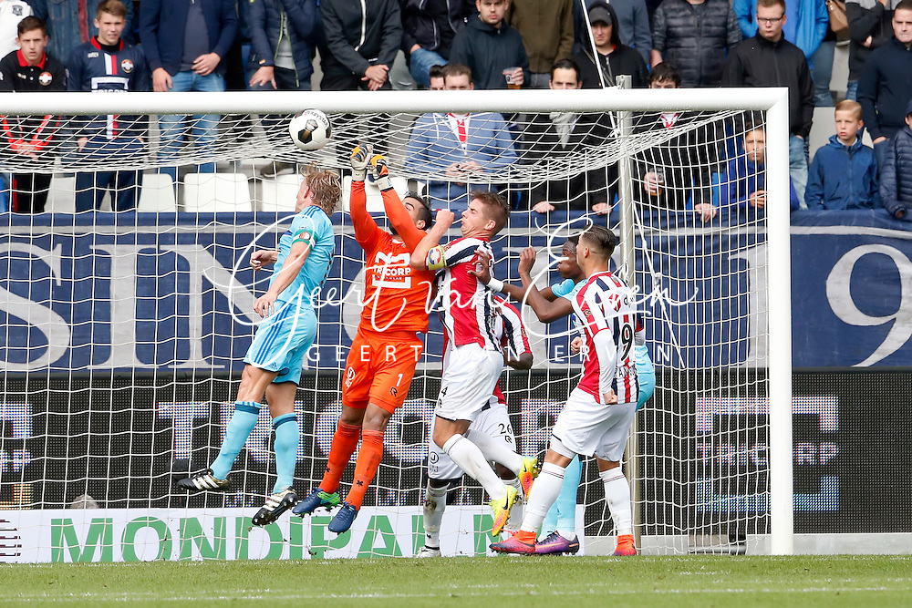 02-10-2016 VOETBAL:WILLEM II - FEYENOORD:TILBURG<br /> Kostas Lamprou van Willem II stompt de bal weg voor Dirk Kuyt van Feyenoord en Jordens Peters van Willem II <br /> <br /> <br /> Foto: Geert van Erven