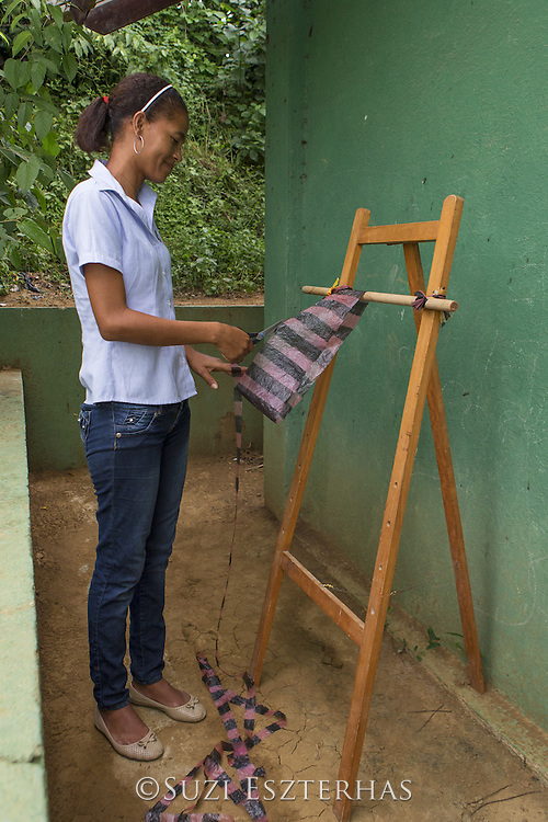 Community members participating in conservation project of Proyecto Titi, to help cotton-topped tamarins (Saguinus oedipus). Members are making &ldquo;eco-mochila&rdquo; bags, traditional style bags made out of littered plastic bags, which are then sold to tourists to raise money for tamarin conservation<br /> Los Limites, Colombia<br /> *Editorial use only - no model release available