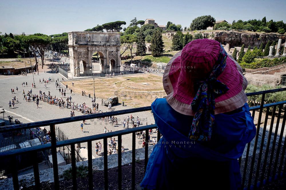 Roma 5 Agosto 2015<br /> Grande affluenza di visitatori italiani e stranieri al Colosseo,  sono circa  22000 le persone che ogni giorno dall'inizio della stagione turistica, hanno visitato l'antico anfiteatro e l'area archeologica centrale. Il monumento pi&ugrave; celebre della Capitale si conferma cos&igrave; tra i luoghi pi&ugrave; amati dai turisti italiani e stranieri. Il ministero dei Beni culturali a stanziato 18,5 milioni di euri per ricostruire  l&rsquo;arena del Colosseo come nell&rsquo;Ottocento.<br /> Rome August 5, 2015<br /> Large influx of Italian and foreign visitors to the Colosseum, are about 22000 people every day from the beginning of the tourist season, they visited the ancient amphitheater and the archaeological center. The most famous monument of the capital is confirmed as one of the most loved by Italian and foreign tourists. The Ministry of Culture it allocated 18.5 million  euros to rebuild the arena of the Coliseum as in the nineteenth century.