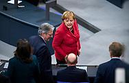 Bundeskanzlerin Angela Merkel (CDU) und SPD Vorsitzender Martin Schulz bei der Sitzung des Bundestag in Berlin. / 21112017,DEU,Deutschland,Berlin