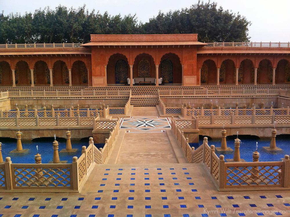 Asia, India, Agra. Oberoi Amarvilas Luxury Hotel entrance.