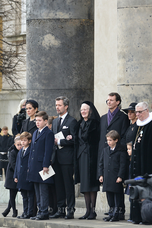 20.02.2018. Copenhagen, Denmark. <br /> Crown Princess Mary,  Crown Prince Frederik,Princess Isabella, Princess Josephine, Prince Vincent, Prince Christian,Queen Margrethe, Prince Joacim, Princess Marie, Prince Henrik, Princess Athena and Royal priest Erik Nordmand Svendsen outside at Christiansborg Palace Church after the funeral service . <br /> Prince Henrik's coffin is carried out of the church and placed in the hearse, before it leaves the church.<br /> Photo: Ricardo Ramirez.