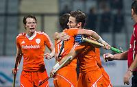 NEW DELHI - Vreugde bij Seve van Ass, Baart  en Rogier Hofman   tijdens de finale van de Hockey World League finaleronde tussen de mannen van Nederland en Nieuw-Zeeland (7-2).  Nederland wintr de HWL. ANP KOEN SUYK