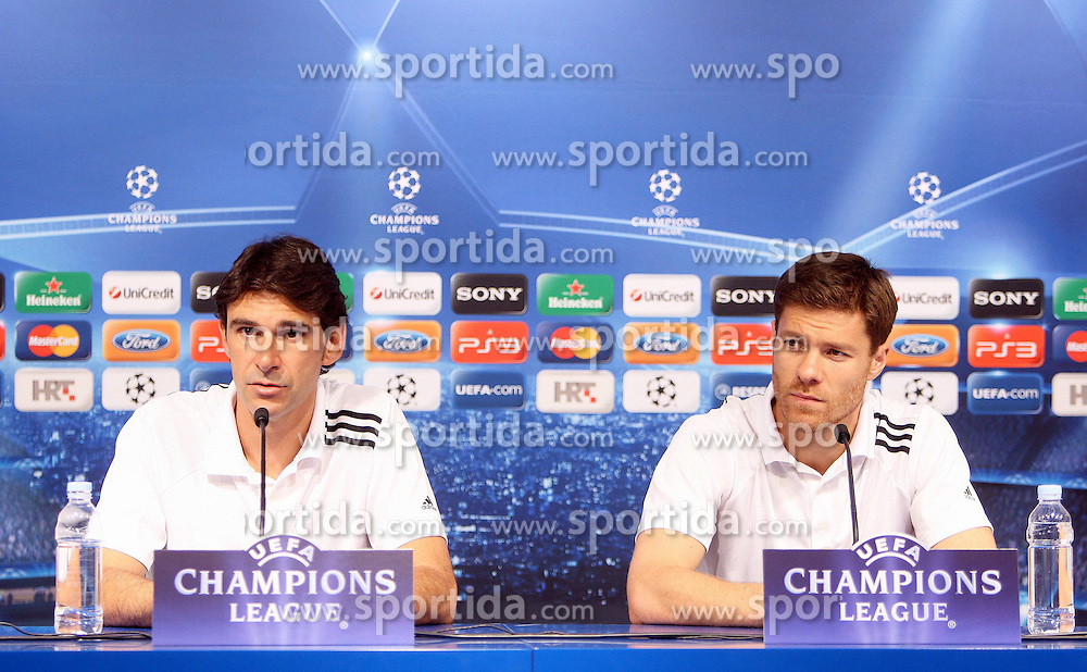 13.09.2011, Zagreb, CRO, UEFA CL, Real Madrid in Zagreb, im Bild Xabi Alonso and Aitor Karanka at a press conference, the day before the Champions League match against Dinamo Zagreb. EXPA Pictures © 2011, PhotoCredit: EXPA/ nph/ Pixsell/ Petar Glebov +++++ ATTENTION - OUT OF GERMANY/(GER), CROATIA/(CRO), BELGIAN/(BEL) +++++
