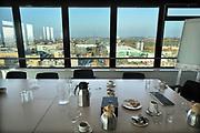 Nederland, Nijmegen, 16-11-2018Campus heyendaal .Het Ersmusgebouw van de radboud universiteit, ru, waar de faculteit letteren, studies gehuisvest zijn. op de bovendste verdieping is een panorama op de omgeving . Deze etage is gereserveerd voor vergaderingen en besprekingen . Foto: Flip Franssen