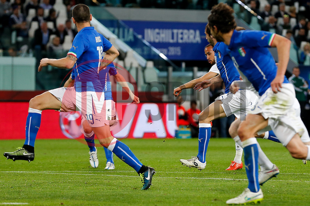 Andros Townsend of England scores a goal to make it 1-1 - Photo mandatory by-line: Rogan Thomson/JMP - 07966 386802 - 31/03/2015 - SPORT - FOOTBALL - Turin, Italy - Juventus Stadium - Italy v England - FIFA International Friendly Match.