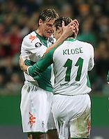 Fussball  UEFA Pokal  Viertelfinale  Rueckspiel  Saison 2006/2007 SV Werder Bremen - AZ Alkmaar              Tim BOROWSKI (li, Bremen) und Miroslav KLOSE (re, Bremen) jubeln nach dem 2:1