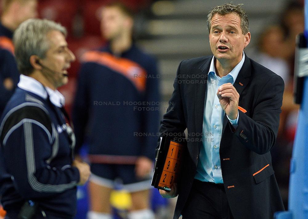 09-10-2015 BUL: Volleyball European Championship Tsjechie - Nederland, Sofia<br /> Nederland wint de belangrijke openingswedstrijd tegen Tsjechie met 3-1 / Coach Gido Vermeulen is het niet eens met de beslissing van de scheidsrechter