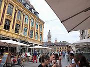 Frankrijk, Lille, 18-8-2013Lille ligt in een sterk de verarmde regio noordwest. Het is de hoofdstad van Frans Vlaanderen, van de regio Nord Pas de Calais en van het Noorder departement. Sfeerbeelden van de oude stad en het oude centrum rond de Grand Place. Winkelgebied,horeca,eten,drinken, terrasjes.Foto: Flip Franssen/Hollandse Hoogte
