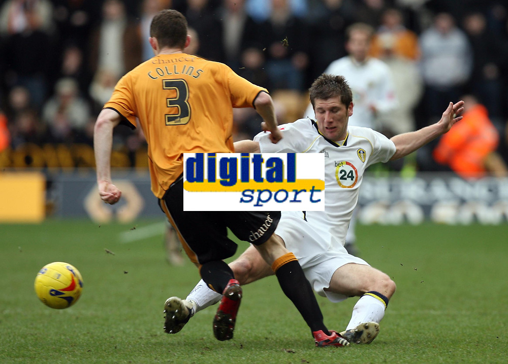 Photo: Rich Eaton.<br /> <br /> Wolverhampton Wanderers v Leeds United. Coca Cola Championship. 24/02/2007. Richard Cresswell right of Leeds tries to tackle Wolves Neil Collins